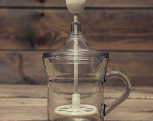 spieniacz ręczny do mleka